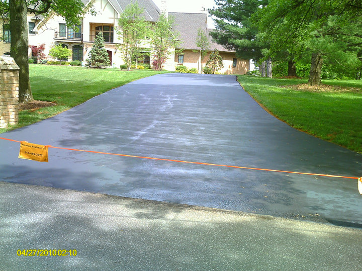 Private Street & Driveway Sealcoating